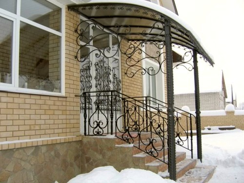 Навесы над крыльцом из поликарбоната фото к частному дому
