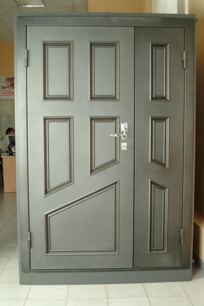 двустворчатые стальные двери стал
