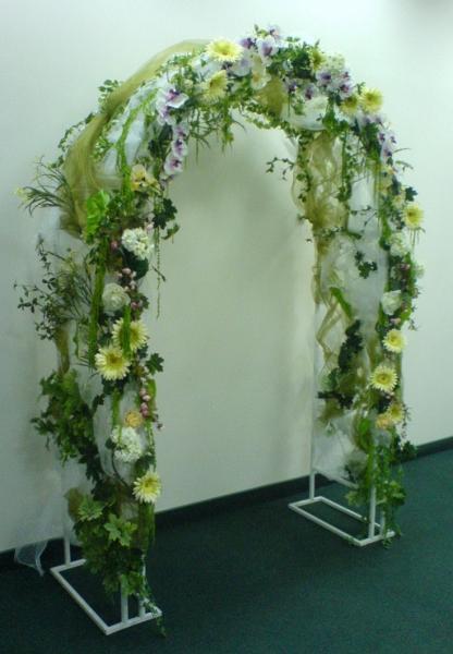 Как сделать свадебную арку из цветов