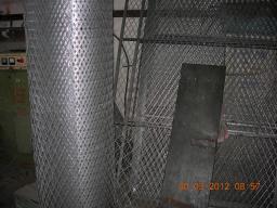 Сетка ЦПВС 2.5х2 мм ячейка 50х100 ромбом антивандальная в рулонах