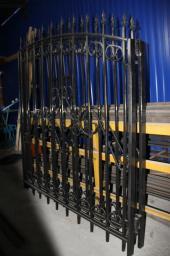 Ворота и заборы из металла для дач под поликарбонат