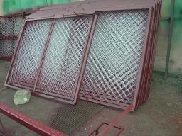 Ворота из оцинкованной сетки и профильной трубы 40х40