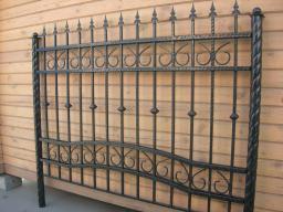 Заборы с элементами ковки столбы из витой трубы