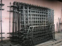 Распашные калитки и ворота