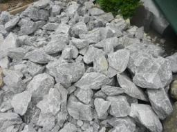 Мраморный известняк серый с белыми прожилками для альпийской горки, рокария, водоема, сад камней.