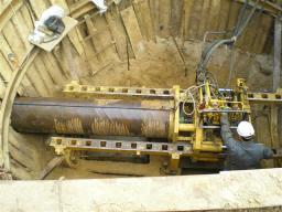 Бестраншейная прокладка трубопровода методом продавливания