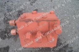 Блок трехзолотниковый ЭО-5122А.04.28.000-1сб для ЭО-33211 УВЗ
