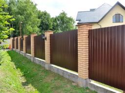 Забор металлический из профлиста С8 окрашенный