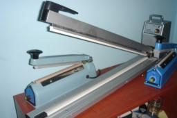 Настольные импульсные сварщики для запайки готовых пакетов из полиэтиленовой или полипропиленовой плёнки