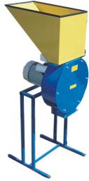 Измельчитель зерна Кубанец 200 з. Производительность 200 кг/ч.