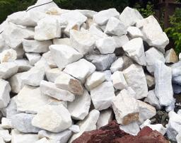 Мрамор белый прожилками для альпийской горки, рокария, водоема, сад камней.