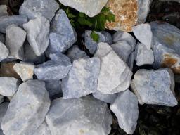 Мрамор бело-синий для альпийской горки, рокария, водоема, сад камней.