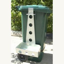 Навеска-держатель инвентаря на бак (контейнер) для мусора