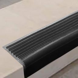 Угловая самоклеящаяся противоскользящая накладка на ступени (серая)
