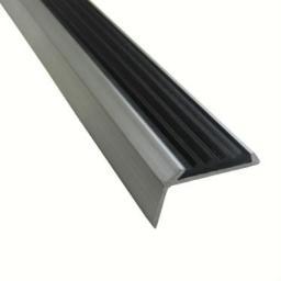 Угловая алюминиевая противоскользящая накладка на ступени с резиновой вставкой (черная)