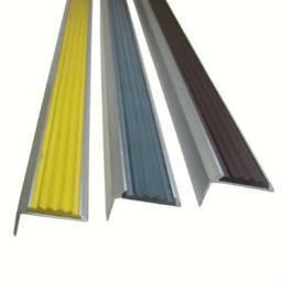 Угловая алюминиевая противоскользящая накладка на ступени с резиновой вставкой (бронза)