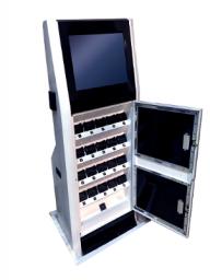 Страж-Терминал представляет собой компьютерную систему с сенсорным дисплеем и двадцатью ячейками для подключения персональных аудио-видеоргеистраторов «Страж ПВР-05» и «Страж ПВР-06».