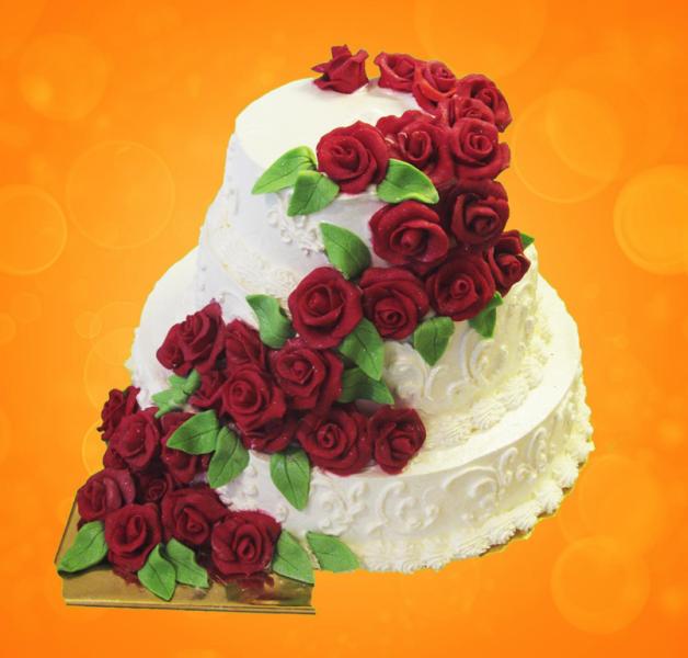 колдуньи имеют торт с красными розами из крема фото того